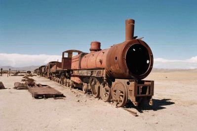 20081025180449-cementario-trenes.jpg